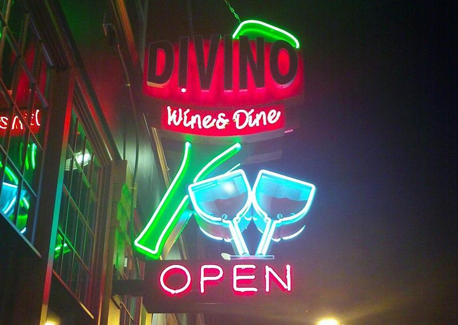 neon sign services milwaukee