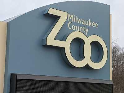 new sign at Milwaukee county zoo