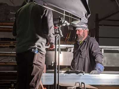 sign effectz employee takes break from video shoot