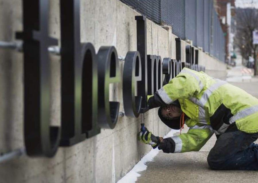 sign repair services milwaukee